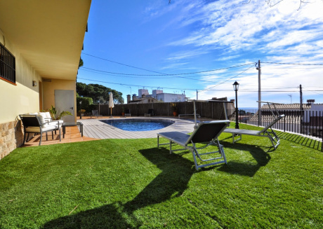 Cozy house very close to the centre of Lloret de Mar with Internet, Washing machine, Air conditioning, Pool