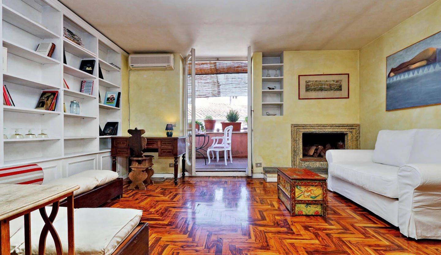 Cozy apartment in the center of Rome with Lift,... Slide-1