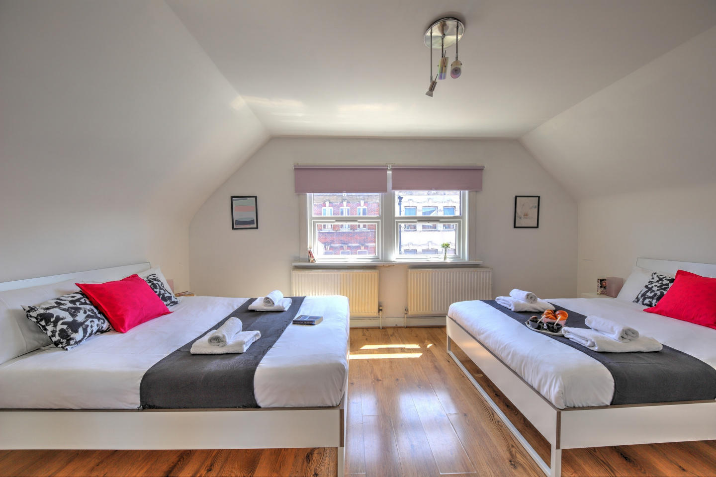 30.1B 1 Bedroom Apartment Slide-2