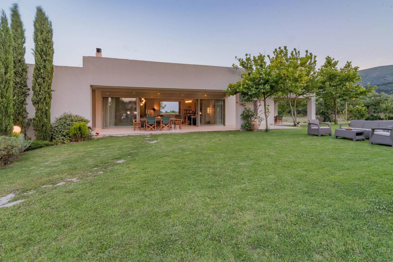 Villa Verano - Spacious 5-bedroom 5-bathroom Villa Slide-3