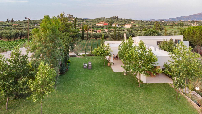 Villa Verano - Spacious 5-bedroom 5-bathroom Villa Slide-2