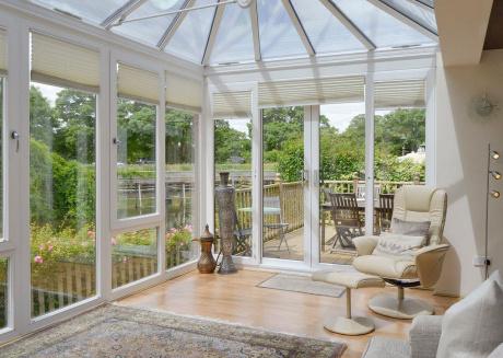 Luxury Riverside Home, Near Windsor Castle. Legoland & London Within 20 Minutes