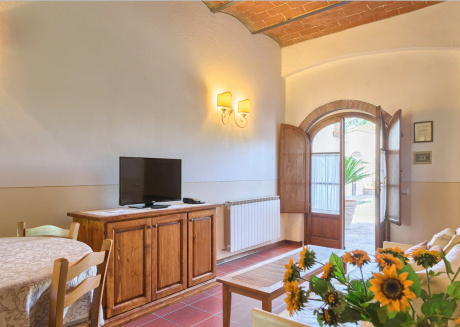 Spacious apartment in Montaione with Parking, Washing machine, Air conditioning, Pool