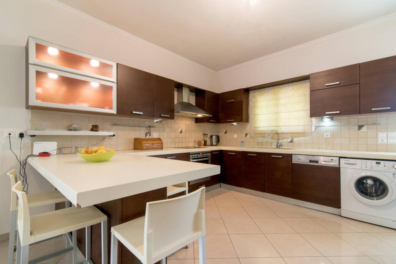 'gianna's Apartment' Slide-2