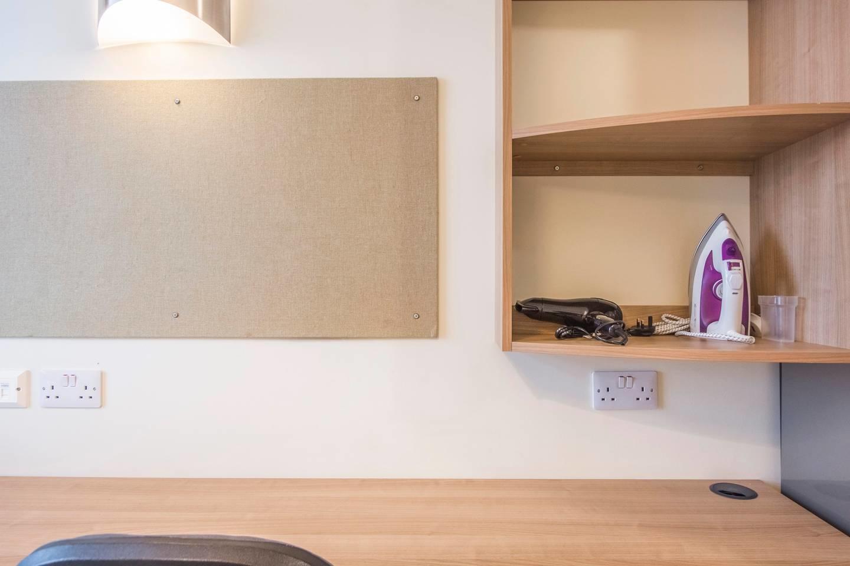Pocock 039 · Attractive Studio Near Southwark Slide-3