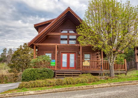 2 Bedroom Cabin with King Beds, close to Dollywood and Pigeon Forge Parkway