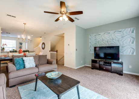 Newly updated 3BD/3.5BA town home in Vista Cay!