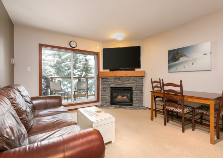 95 Glaciers Reach this 1br home has a hot tub & pool in Whistler Village