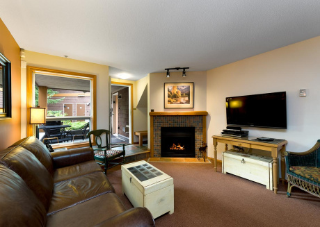 59 Glaciers Reach this 2br home has a hot tub & pool in Whistler Village