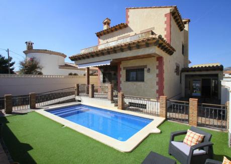 ISA Villa piscina privada, BBQ y Wifi gratis