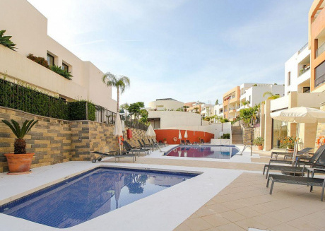 Samara - Modern 2BR 3BA Duplex in Marbella, Heated Pool