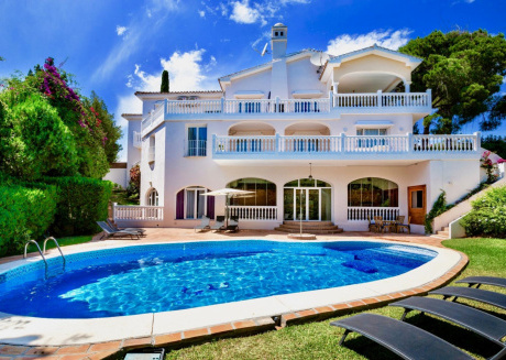 Melissa - Exceptional 8BR Villa in Marbella, 2 km the Beach, Heated Pool, Wifi