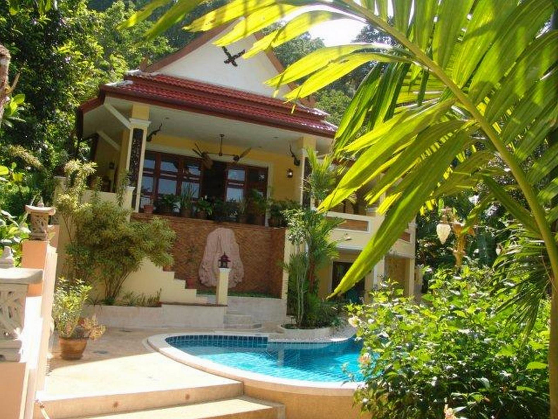 villa sawadee with swiming pool in tropical garden Slide-1