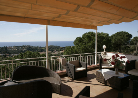 LLoret de Mar- Well-equipped villa with pool and seaview for 10 persons