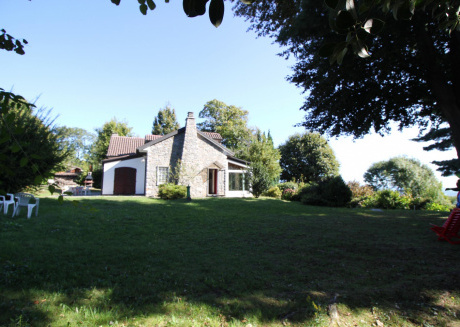 Single villa with large garden, peace and tranquility