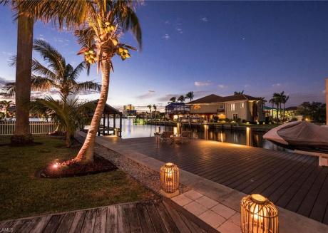 Paradise Awaits - Wkly