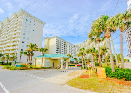 1 Bedroom, 1 Bath Sleeps 4 on the Golf Course at Seascape and steps to beach!