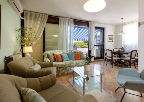 Delightful Apartment Viki With Big Terrace, Split