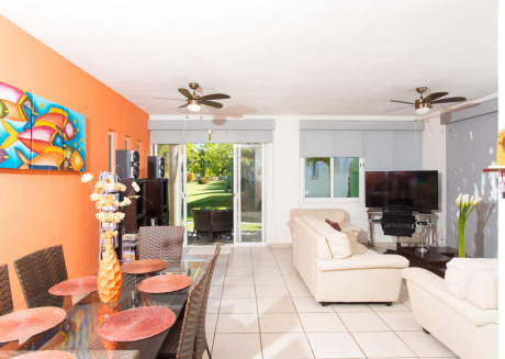 Casa Rocio - Home with shared pool, close to the beach. 2 BR + Den