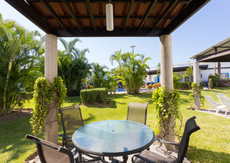 Casa Orquidea - Townhouse with shared pool, close to beach. 2BR + Den