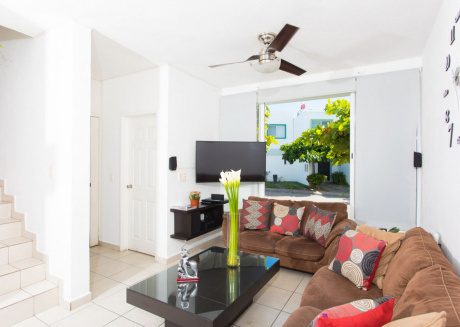 Casa Celeste -3BR Home with shared pool, 10 min from beach