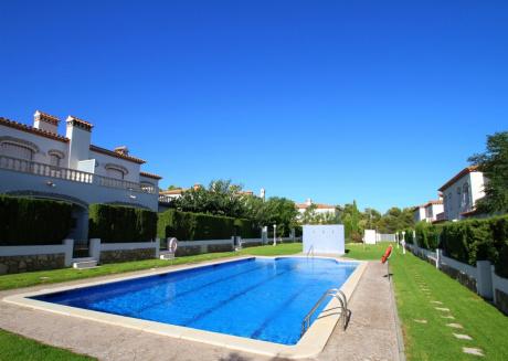 BOSQUE19 adosado con jardín barbacoa y piscina