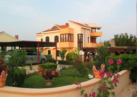 Ferienwohnung 821-1 für 9 Pers. in Privlaka