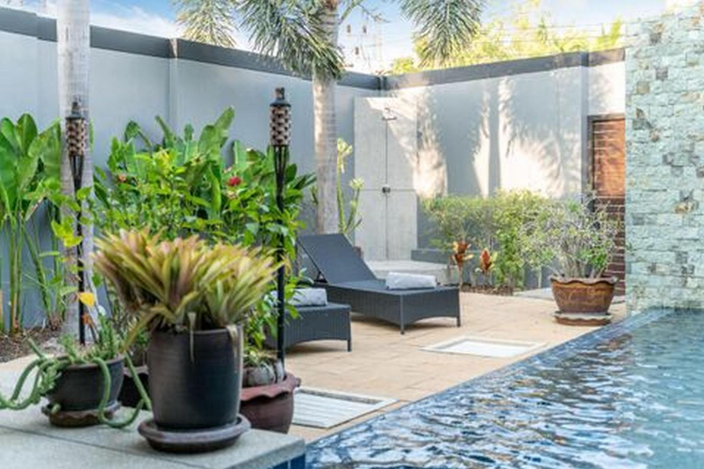 Onyx Lite 2 bedrooms villa with pool Slide-4