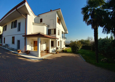 Monticelli Holiday House