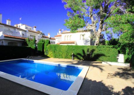 BEDOL1 Adosado jardín privado y piscina comun