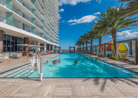 Hyde Beach Luxury Condo-Resort