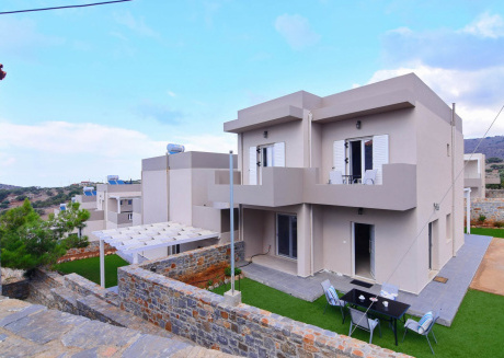 Tour the i island of Crete wail staying in this 3 bedroom villa with it own pool