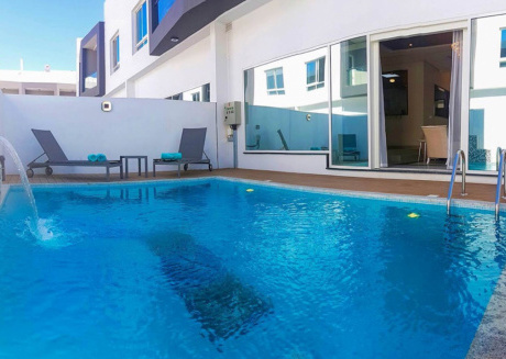 Thi fully furnished 3 bedroom villa offers its own private swimming pool.