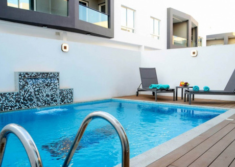 3 bedroom villa with it private pool perfect for relaxing vacation.