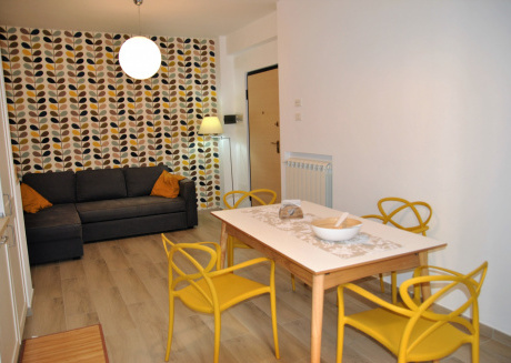 Air-conditioned apartment with patio, Wifi and parking