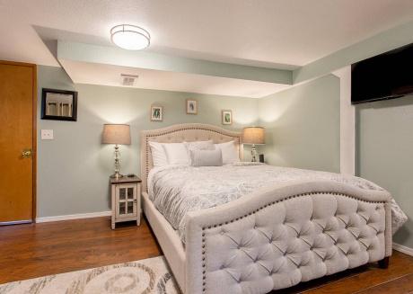 New  Seattle Apartment, Sleeps 2!