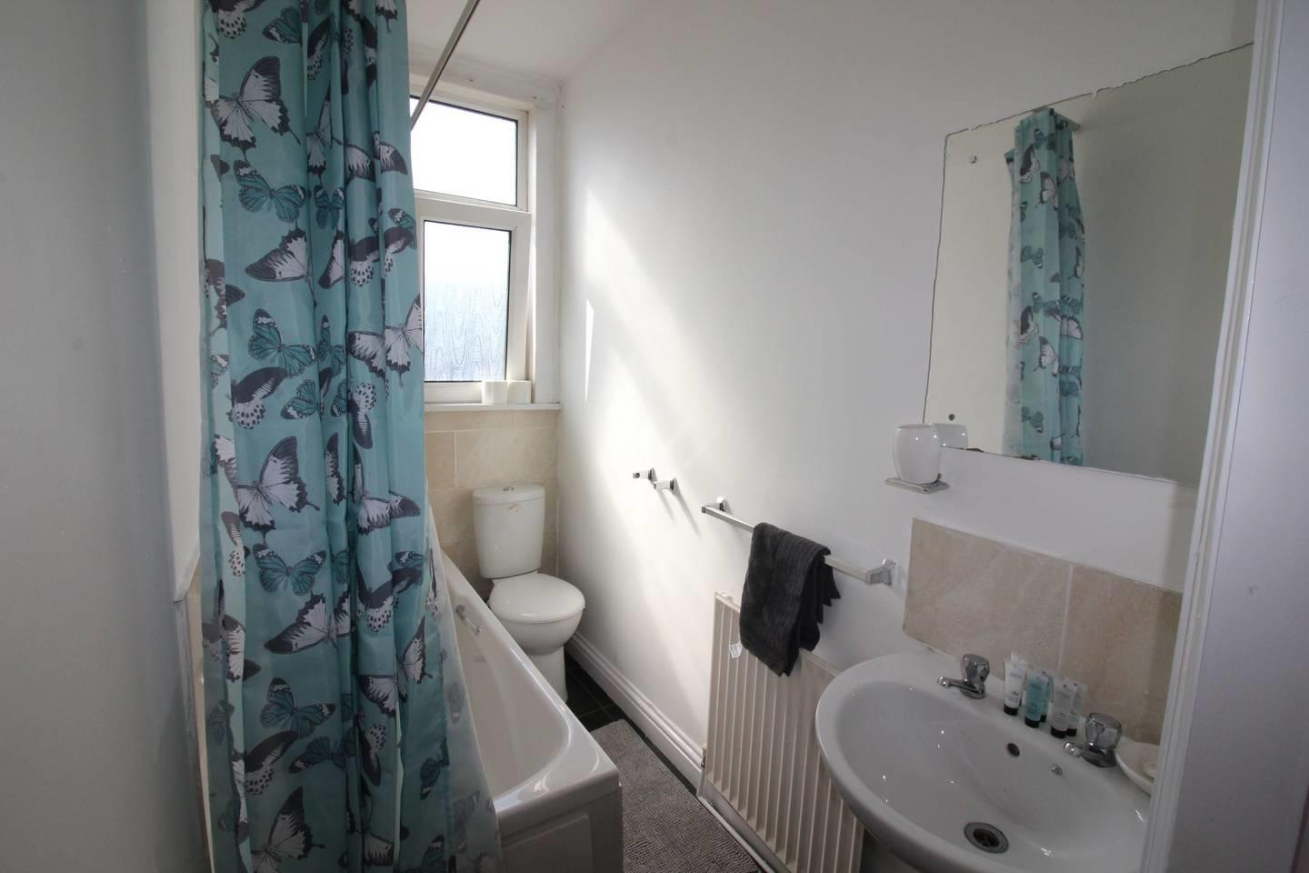 Lovely 2 Bed House with office space, Leeds Slide-10