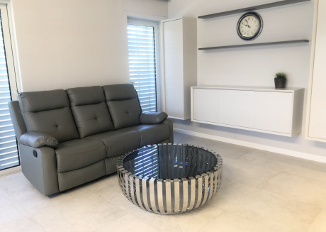 Chic & Spacious 3 BR on Nachlaot