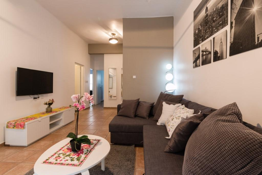 Special 2 BR in the city center Slide-4