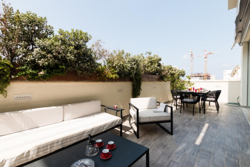 Spectacular 4 RB w/ balcony in Kerem Hatemanim Slide-3