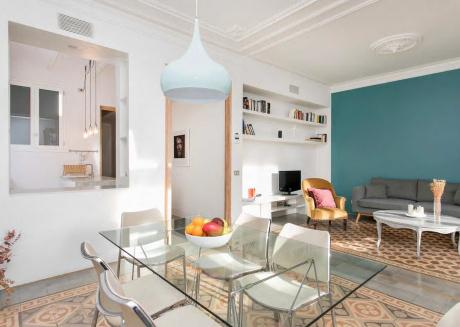 Stylish wooden style apartment B379