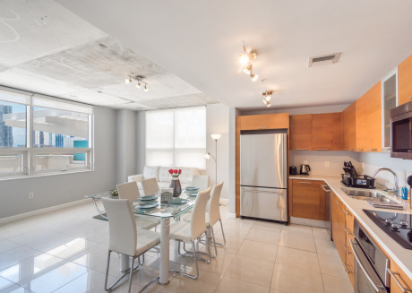 Modern, Cozy 2 BDR with Balcony,Steps from Beach