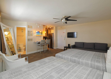 Amazing Apartment mins from South Beach Strip!