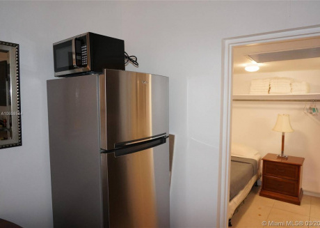 Beautiful 1br apartment, a walk from ocean!!!