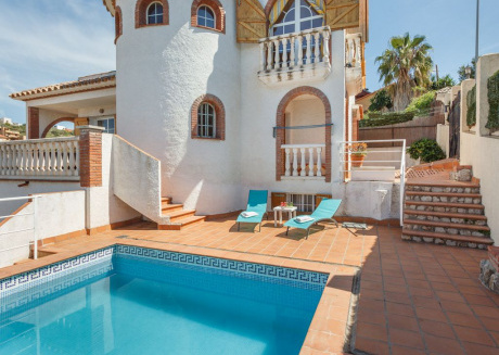 Sitges, beautiful Villa Ibicenca with pool, wify