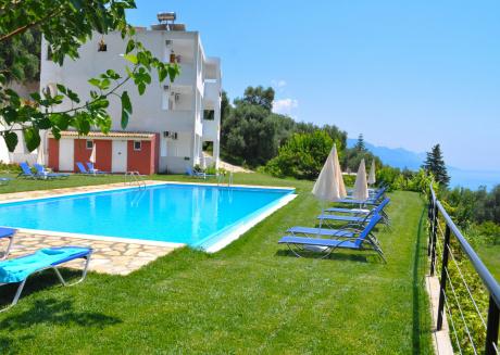Apartments in Pelekas Beach with pool
