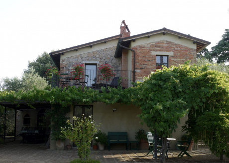 Countryside privacy & views, but within a medieval Tuscan village.