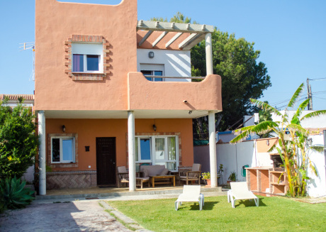 House on a private plot 300 m from the beach