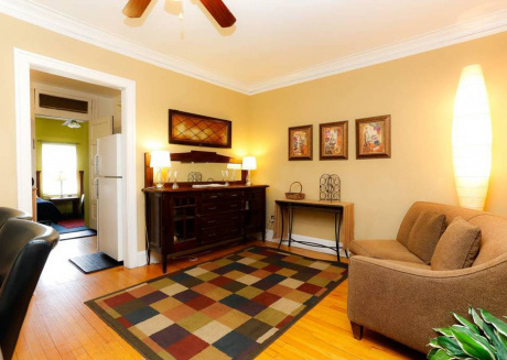 Spacious 6BDR Wrigley Apartment - STEPS from Cubs!