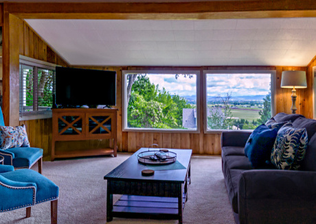 Rustic Rogue Cottage ~ Private Views of Table Rock